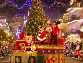 mickey's very merry chirstmas party parade with duffy and mickey mickey on float